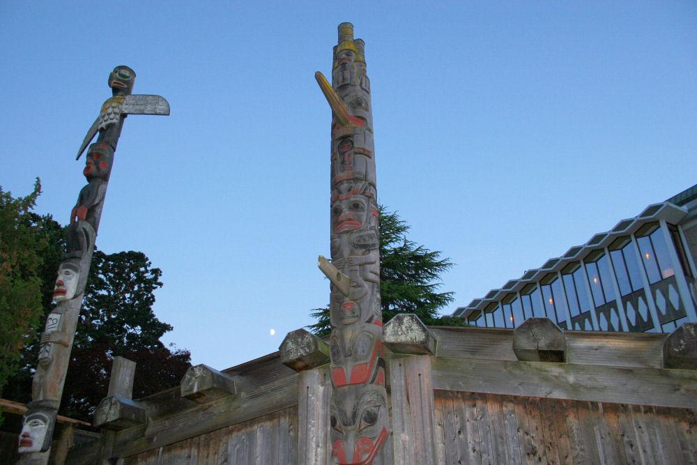 Thunderbird Park, Royal BC Museum, Victoria, BC