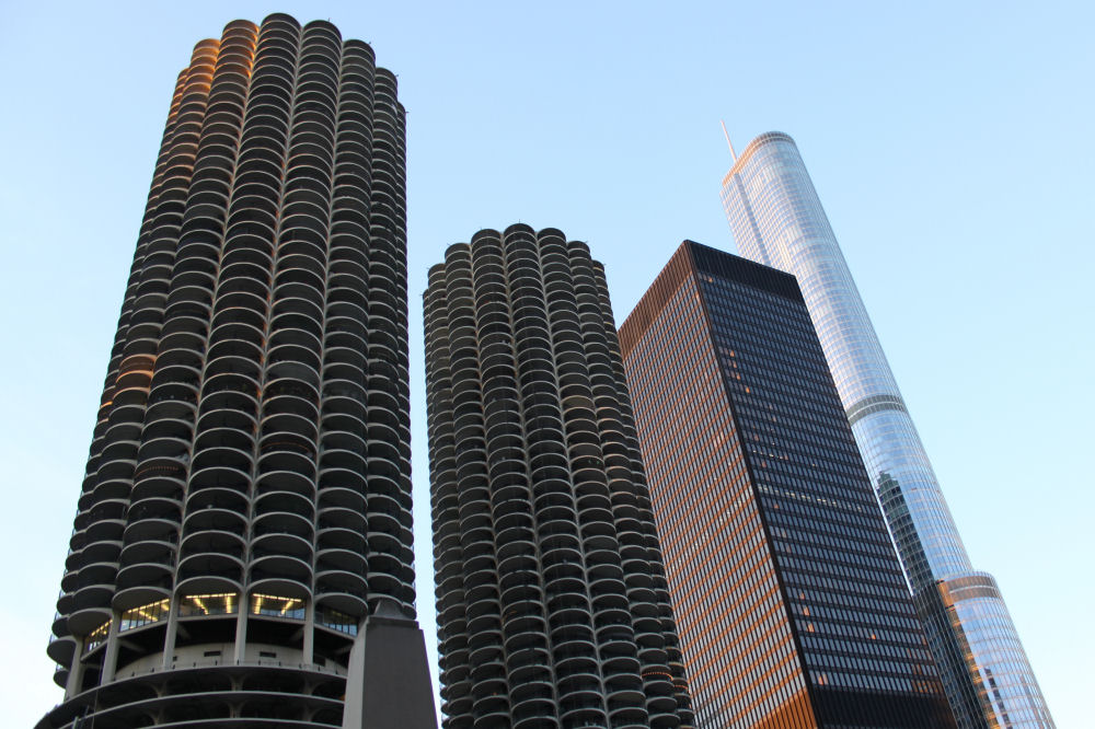 Marina City Building occupies an entire city block, Chicago, IL