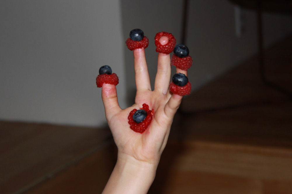 Andra's creative way of eating berries
