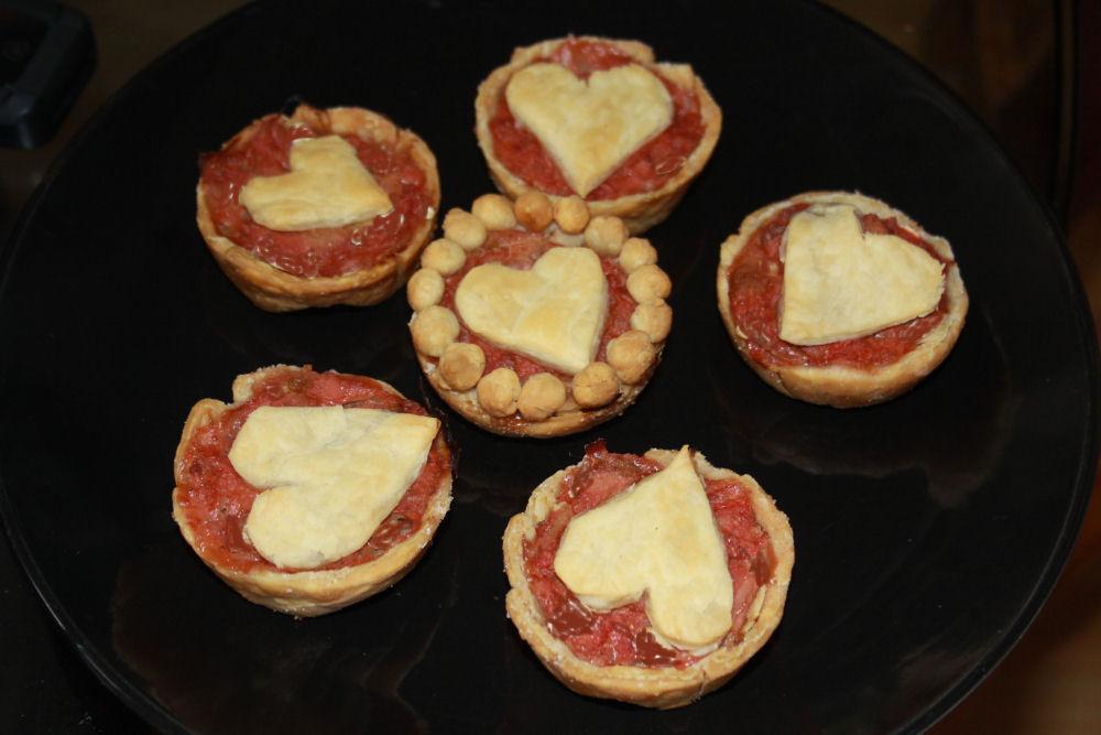 Rhubarb heart-tarts