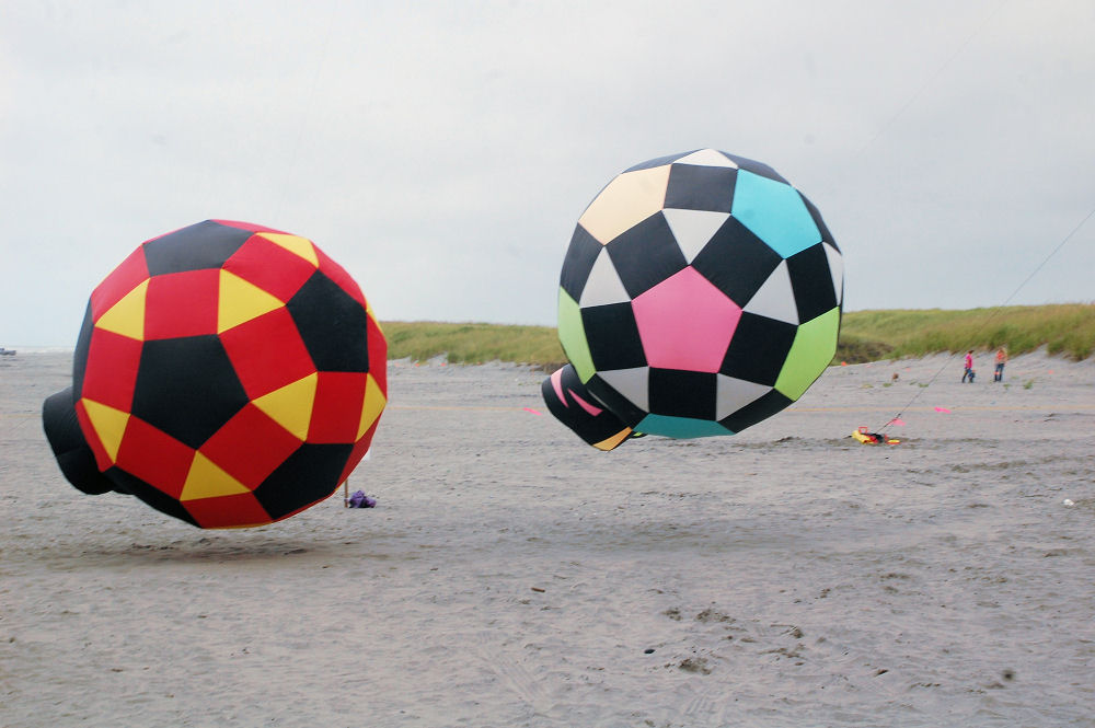 Huge ball kites, Long Beach, Washington Kite Festival