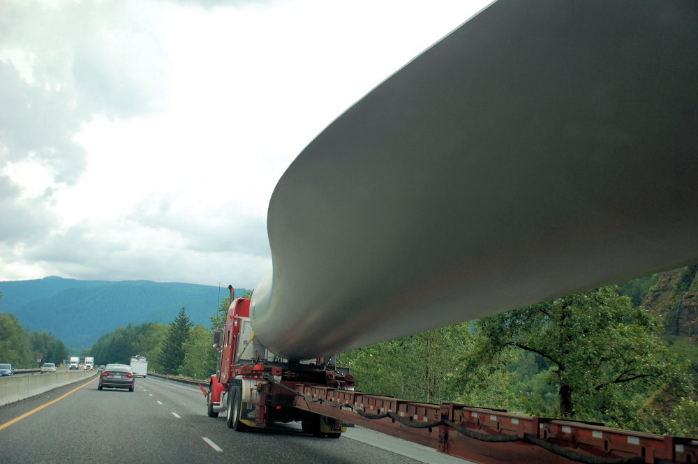 Wind generator blade being transported on Hwy 84 East near Hood River, OR
