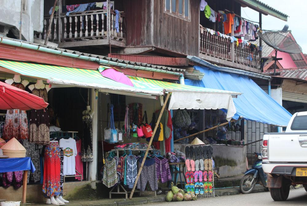 Vang Vieng street shops