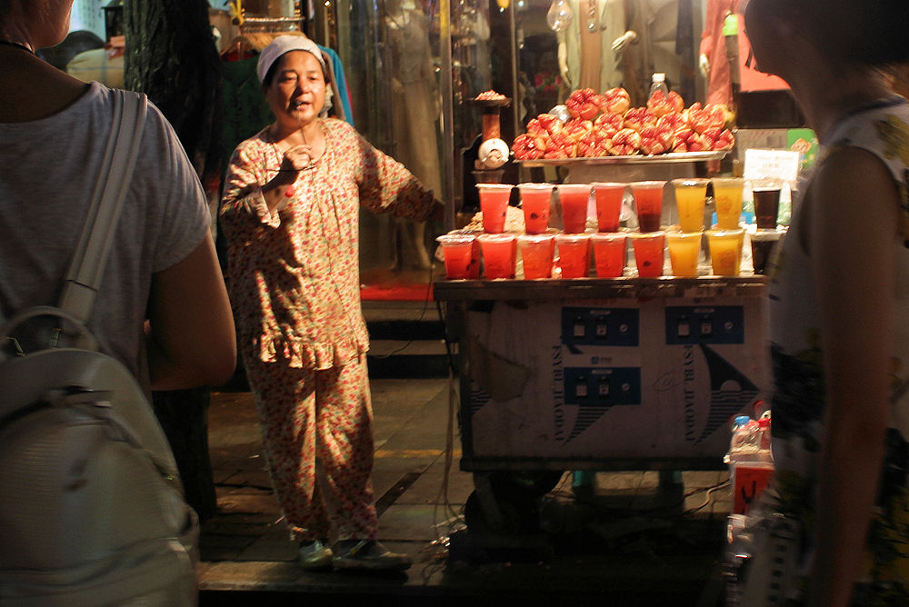 Night market - fresh fruit juice on a very hot evening, Xi'an, China